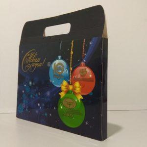 Подарочный портфель под календарь. Картон, офсетная печать, глянцевая ламинация, вырубка