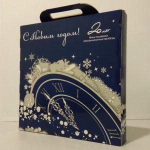 Подарочная упаковка под календарь. Картон, офсетная печать, глянцевая ламинация, вырубка